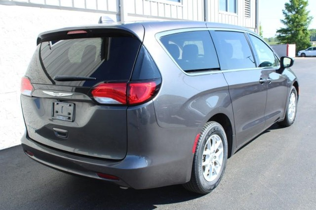 Pre-Owned 2017 Chrysler Pacifica Touring